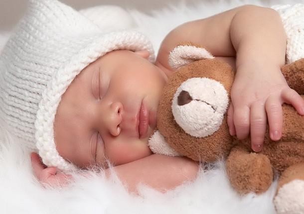В прошлом году в Томской области родилось на 1400 детей меньше