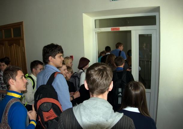 Свыше 800 учеников школы в Томске эвакуировали из-за возгорания